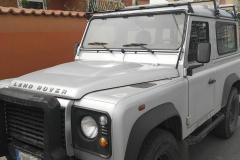 Land-Rover-Defender-grigio-3